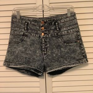 Acid washed button up high wasted jean shorts